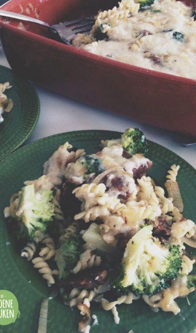 Vegan Bacon pastaschotel met broccoli